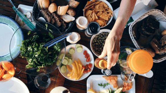 새치 예방법 균형잡힌 식사하기